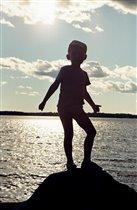 Силуэт на фоне моря - наш Арсений в Приазовье