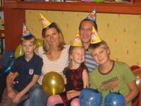 Мама, папа, я - празднует семья:)))
