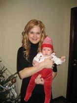 Анечка и мама накануне праздника:)