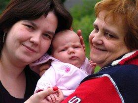 Мама, бабушка и я - все похожи на меня ))