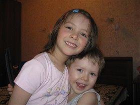 Рустамчик с двоюродной сестрой Софийкой