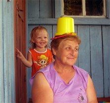 Надень кепку, бабуля, лето на дворе...