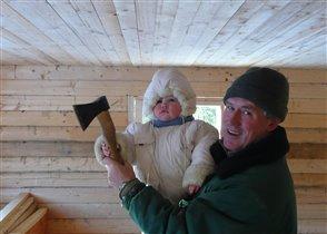 Дед с внуком строят дом
