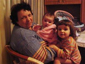 Бабушка и внучки
