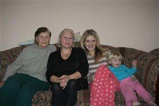 4 поколения женщин нашей семьи
