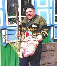 Когда у аистов нелетная погода, за дело берутся рыбаки