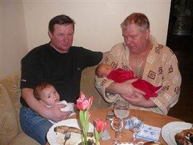 Папа с сыном и дедушка с внуком.
