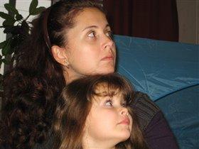 Мама и дочка)