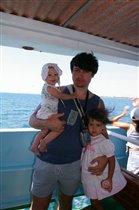 Папа с любимыми доченьками=)