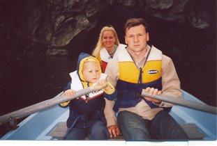 катаем маму на лодке