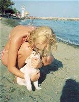 Я и самая популярная четвероногая девушка на пляже Оливия