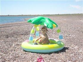 Море, песок и персональная пальма.