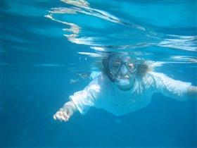 Мы с рыбёшкою вдвоём,все моря переплывём.)