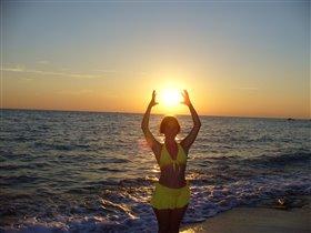 Солнечный круг, море вокруг ...