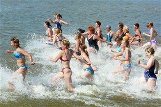 Девчонки, купаться!!!!!!!
