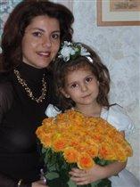 МЫ с дочкой и с папиным букетом:)