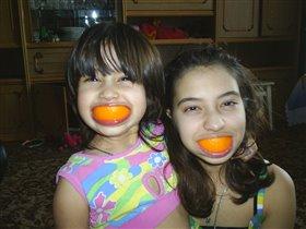 Мы с сестрёнкой -  обезьянки