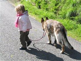 Я уже взрослая,могу сама выгуливать собаку