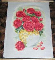 полу крест снизу вокруг розы готов. Вот и ваза прорисовывается.