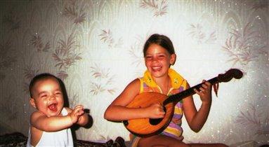 Нам весело живется, мы песенки поём