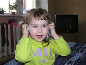 Дочь с телефонами