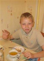 Больше всех остался доволен Степан - ему весь торт достался :)