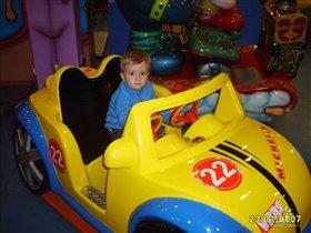Мальчишки с рождения водители!