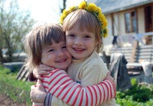 Сестренки Полинка и Катюшка