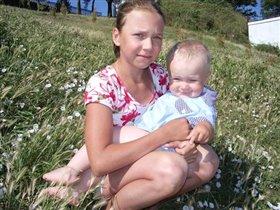 Тёма с любимой и единственной сестрёнкой Настей.