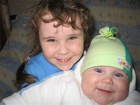 Сестренки, почти близнецы