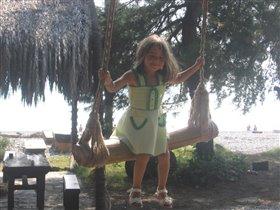 Лето, море, сосны, пальмы и качели...