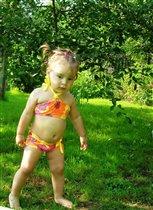 Во саду трава, а на траве - маленькая мисс БИКИНИ