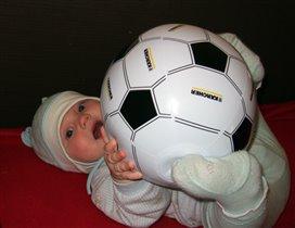 Надюша болеет за нашу футбольную команду!