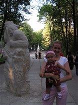 На выставке каменных фигур