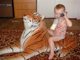 Никак к бабушке дозвониться не могу.