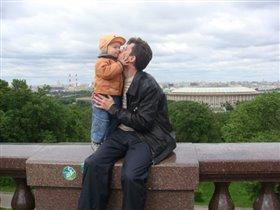 Люблю гулять с папой.
