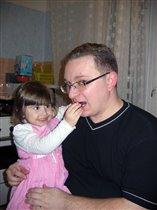 Кушай, мой любимый папочка, а то не вырастишь!