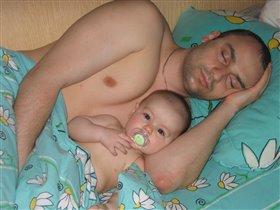 цццццц-папа спит.