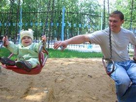 С папой весело играть