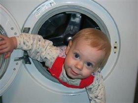 Помогу маме, бельё постирать!