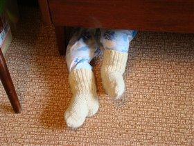 помогаю маме - собираю пыль под кроватью :-)))
