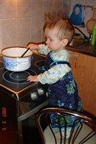 помогаю варить суп