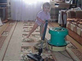 Мамочке я помогаю убираться у бабушки...