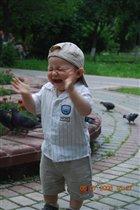 Илюша в восторге от голубей