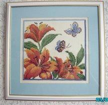 Бабочки и лилии