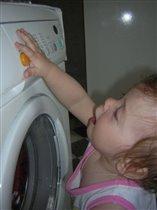 Надо маме помогать, и одежду постирать:)