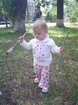 Я люблю гулять и палки собирать!