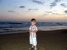 Море,вечер и Антон!(3 года,6 мес.)