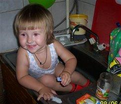 Посуду помыла, а меня?