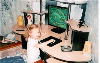 Лиза за компьютером